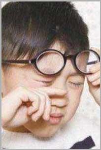儿童长期用眼过度,容易造成视疲劳、眼干眼涩,导致习惯性抽动、多动症。