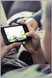 臻明眸可缓解儿童长时间使用手机、平板、电脑等电子设备对眼睛造成的疲劳。